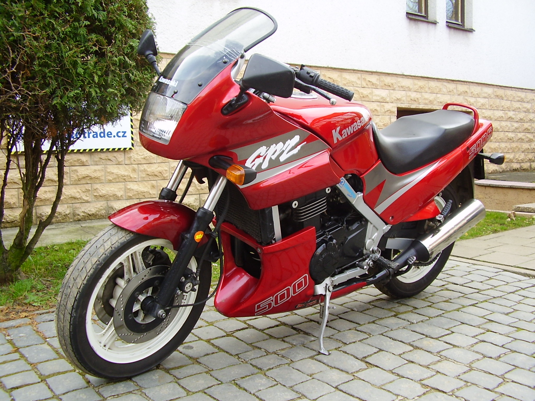 File:Kawasaki GPZ 500 S 1994 red.jpg - Wikimedia Commons